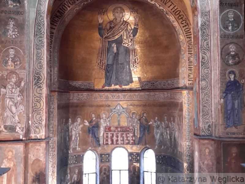 Kijów – mozaika Matki Bożej Orantki wykonana w XI-wiecznym soborze Mądrości Bożej (Sofijskim) z użyciem smalty, czyli szkła kobaltowego, stosowanego od czasów staroegipskich do barwienia szkła i emalii na ciemnoniebiesko